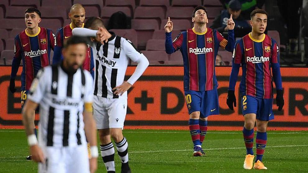"""Koeman sobre Messi """"Hay que reconocer que no le dan facilidades, le marcan mucho. Pero ha demostrado ser decisivo"""